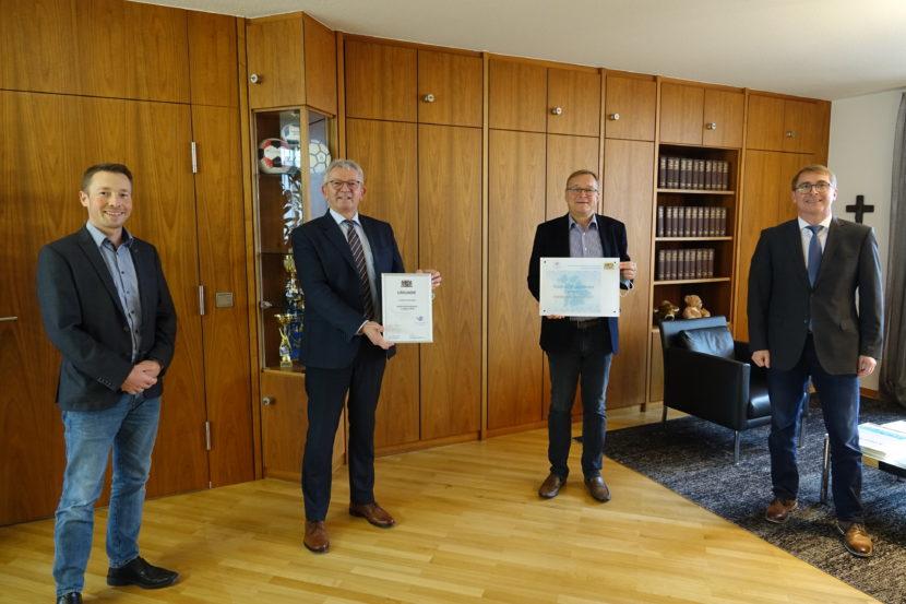 """Siegel """"Digitale Bildungsregion in Bayern"""" für Stadt und Landkreis Bamberg"""